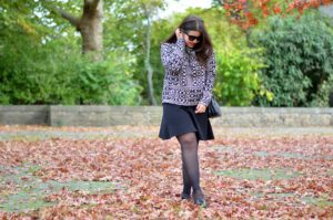 Herbst-Look: black, white, leather & gold