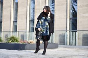 Outfit: Trompetenärmel treffen auf den Blumentrend