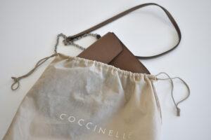 Die Pochette von Coccinelle – ein echter Allrounder