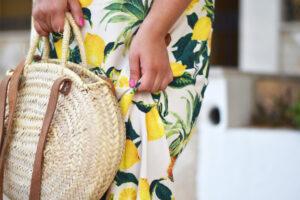 Outfit: das Zitronenkleid ganz strandtauglich kombiniert
