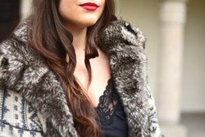 Outfit: Lederhose im Alltag tragen – meine Kombination zum Seidentop