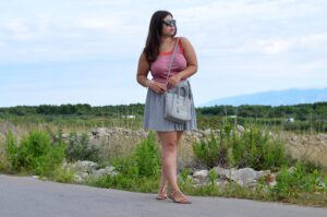 Grey is not always grey – Grau im farbenfrohen Sommerlook