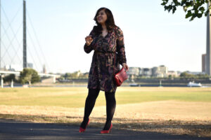 Outfit: Herbstlook mit roten Details