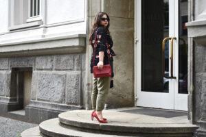 Outfit: Blumen & Leinen – den Kimono-Trend ganz alltagstauglich stylen