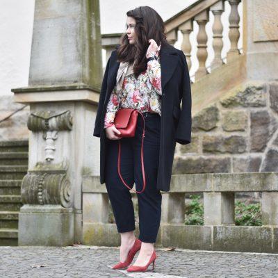 Outfit: Blumenbluse, Zara-manie und leichtes Frühlingserwachen