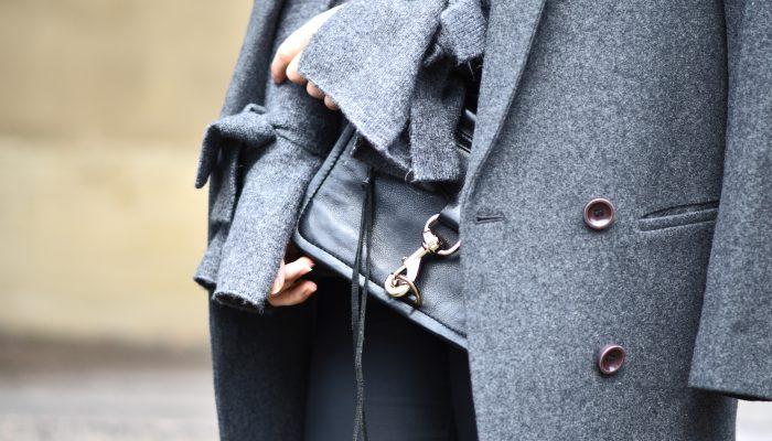 Outfit: Waxed Jeans, Grau über Grau und der Zara Schleifen Pullover