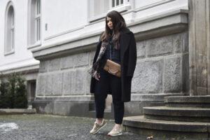 Outfit: Über Stilbrüche wie Sneaker zur Anzughose