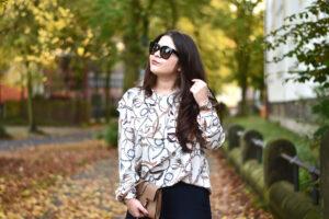 Outfit: Brauner Wollmantel, Volants und Modemut