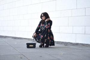 Outfit: Über Trendteile wie das Blumen-Kleid von Zara