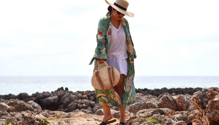 Outfit: Zara Blumen Kimono, Leinen und eine frische Meeresbrise