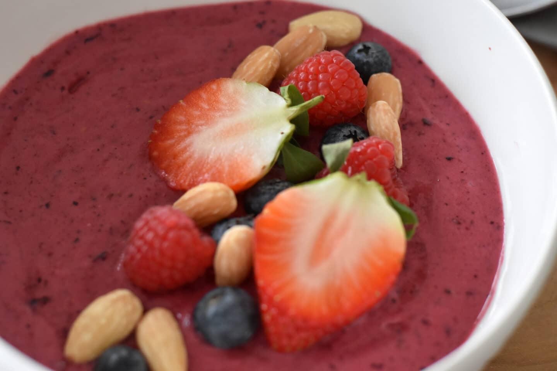 Low Carb & High Protein Berry Bowl - ganz ohne Pülverchen & Co.