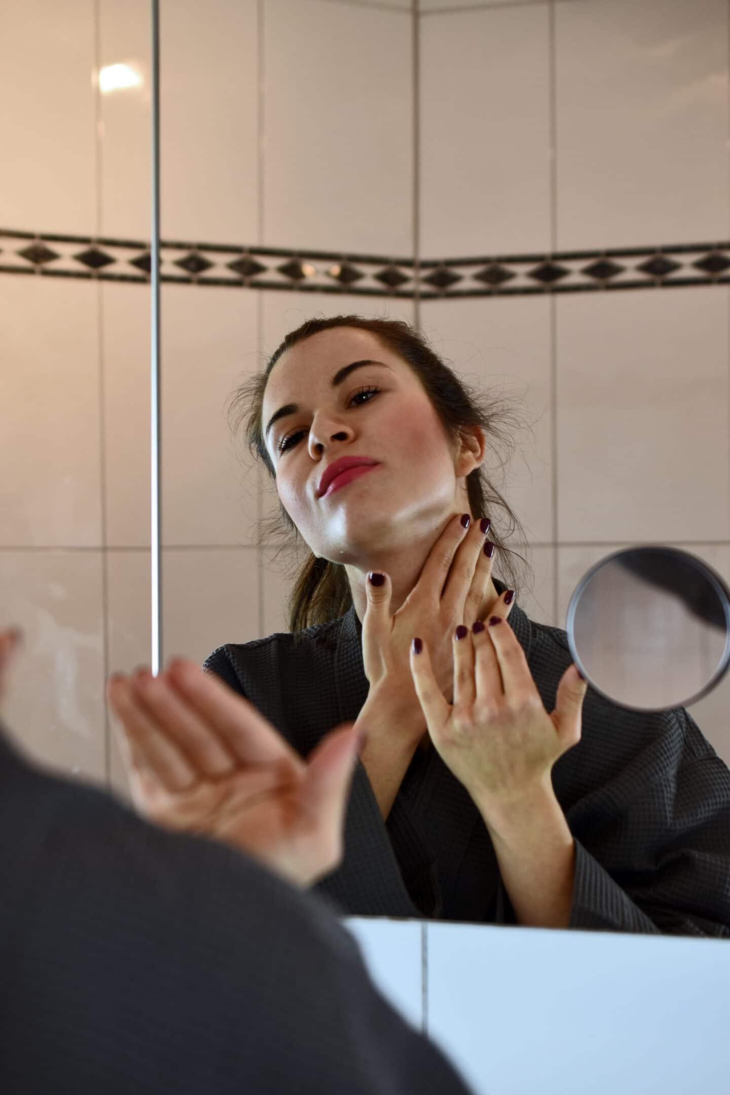 Skinceuticals Tripeptide-R Neck Repair - meine Erfahrung mit der Halspflege