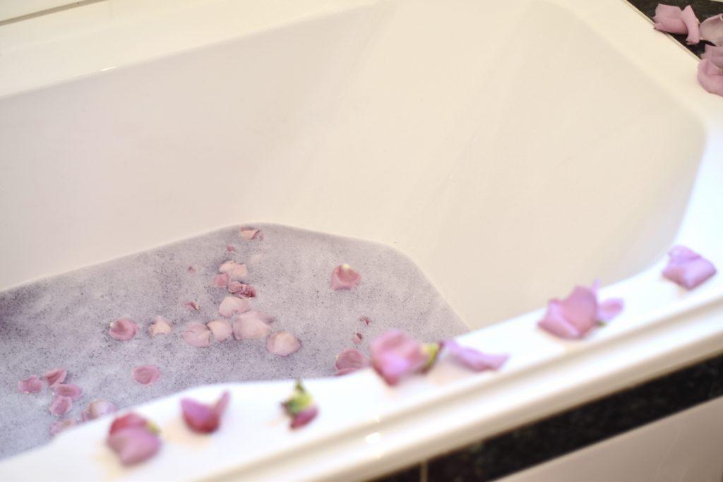essentials f r einen wellnesstag im home spa mit dessange. Black Bedroom Furniture Sets. Home Design Ideas