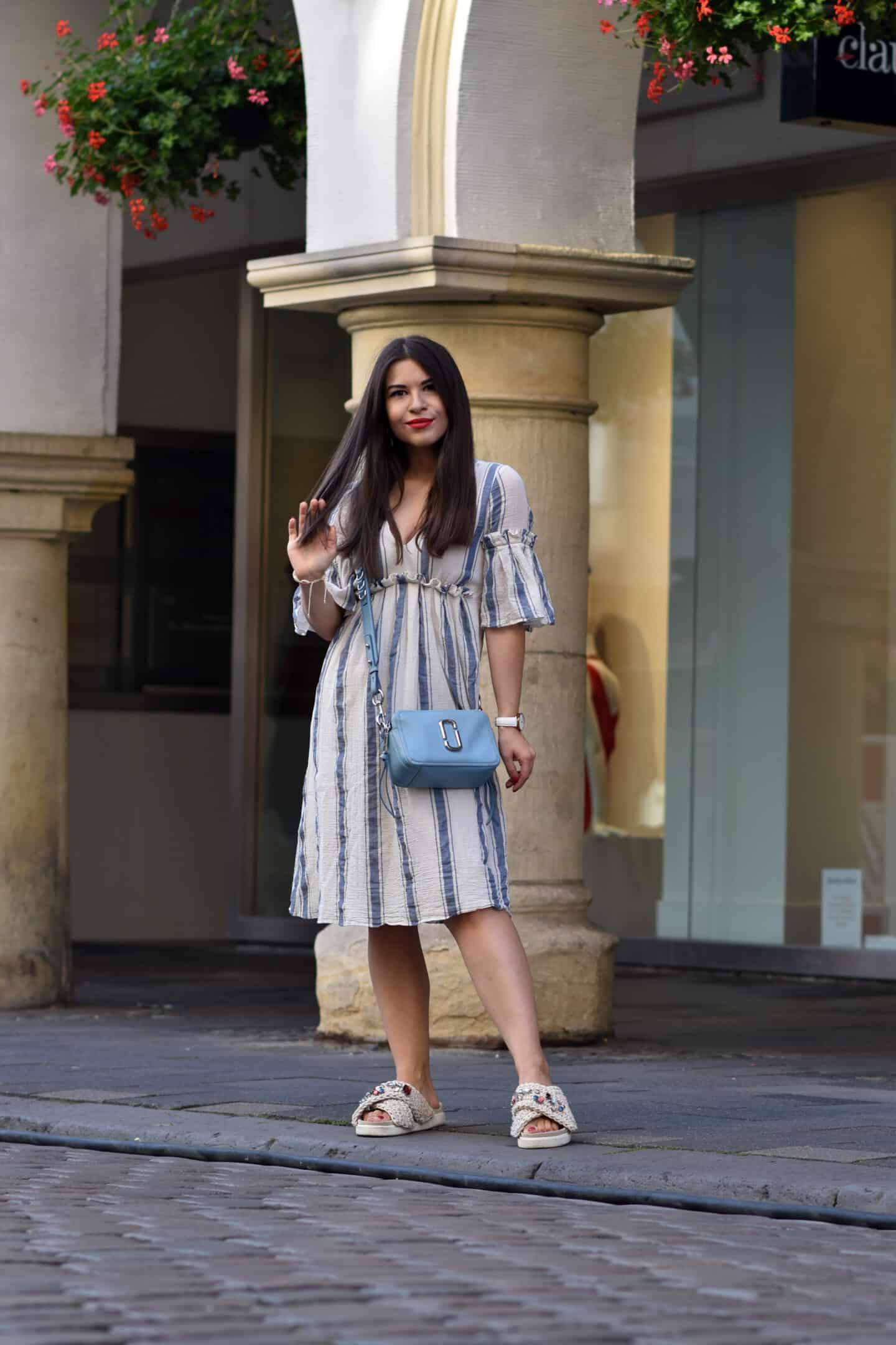 Baumwollkleid mit Glockenärmel - sommerlich leichter Look