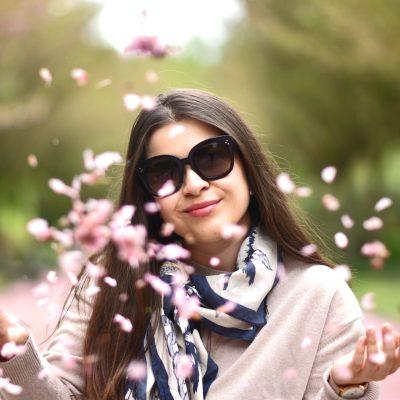 Outfit: Mit Plisserock und Granny Shoes durch die Kirschblütenzeit