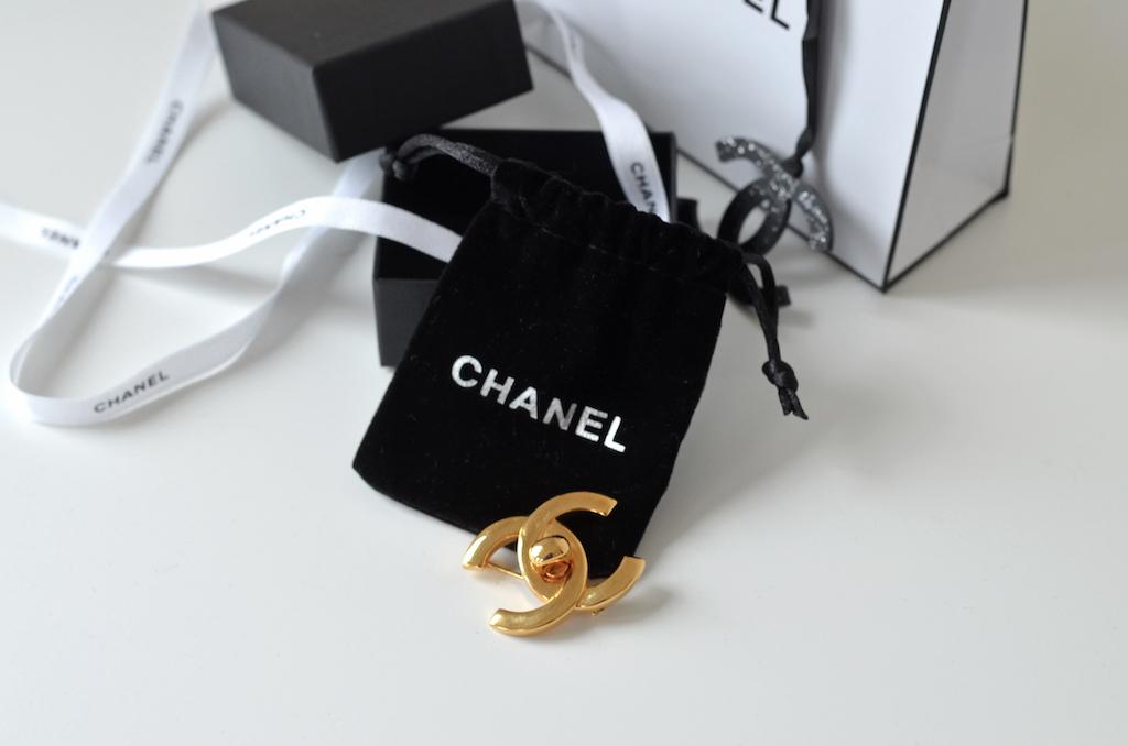 Chanel Brosche – über die ewige Suche