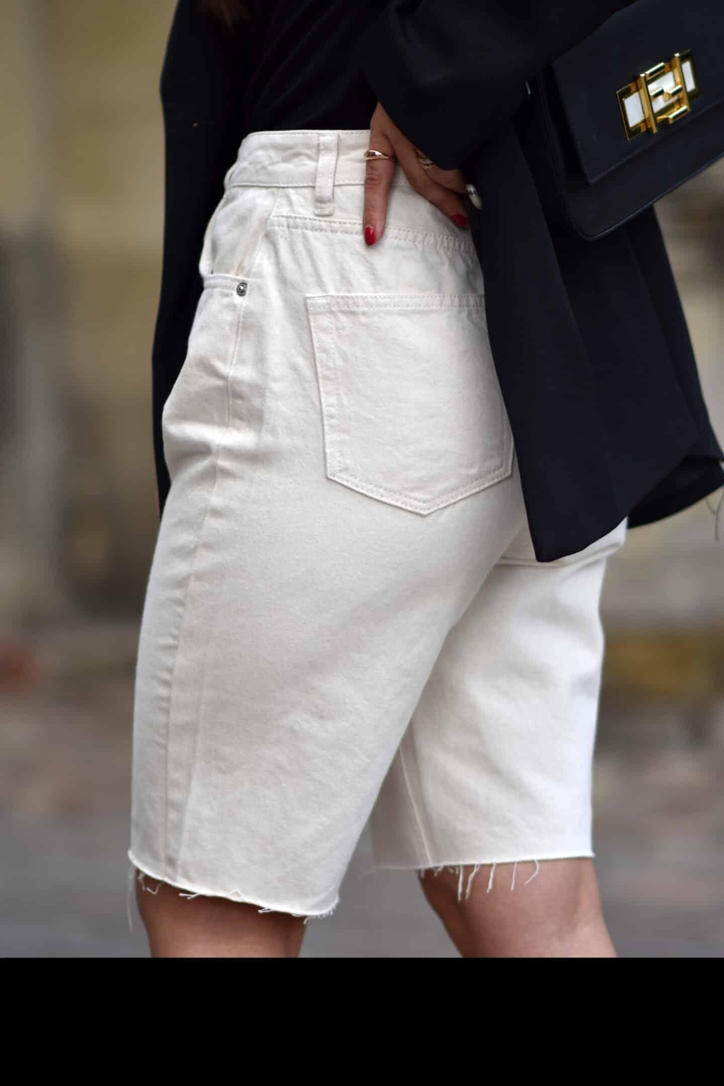 Bermuda Shorts mit Blazer & Sandalen - der Sommertrend 2020
