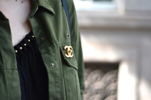 Outfit: Ein zarter Hauch von Military Look trifft auf Chanel