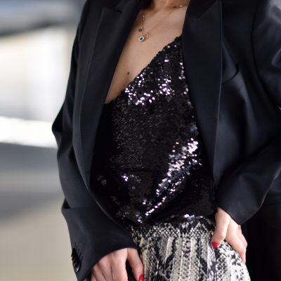 Schlangenmuster Trend im Outfit mit Palazzo Hose und Blazer