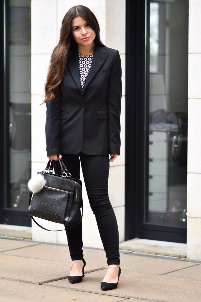 Outfit Weihnachtsfeier Firma.Outfit Die Perfekte Festliche Bluse Vom Büro Direkt Zur
