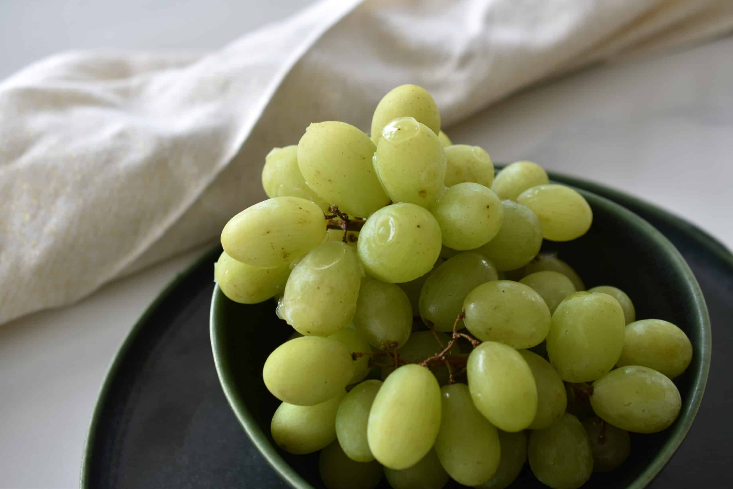 Gefrorene Weintrauben - der perfekte Snack zum Abnehmen im Sommer