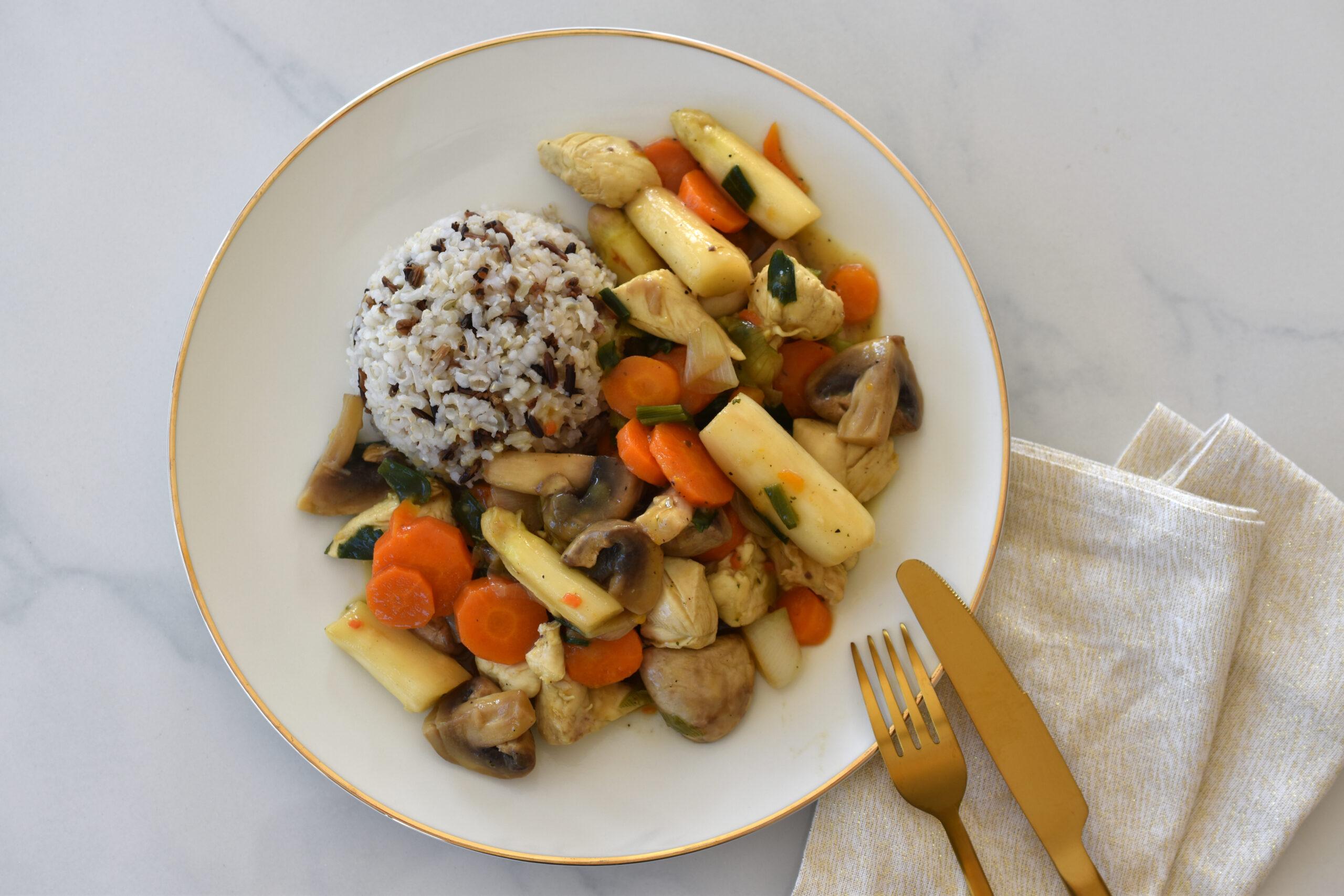 Leichtes Hühnerfrikassee mit Spargel, Karotten und Champignons