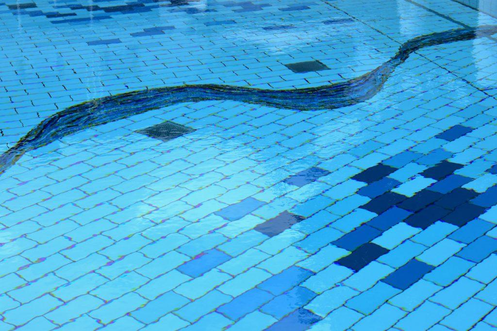pool-im-seehotel-ueberfahrt