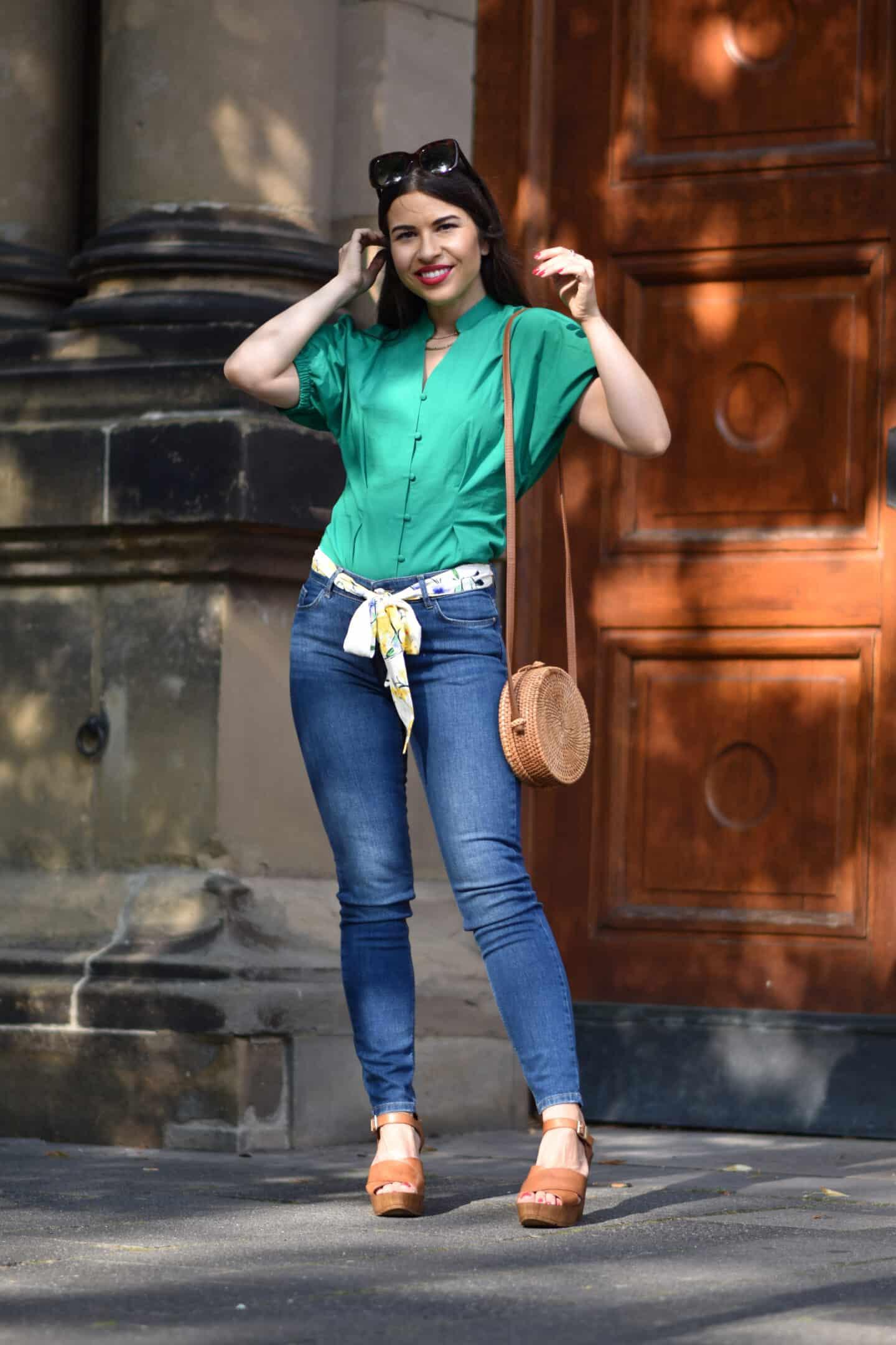 Baumwollbluse im Sommerlook mit Jeans