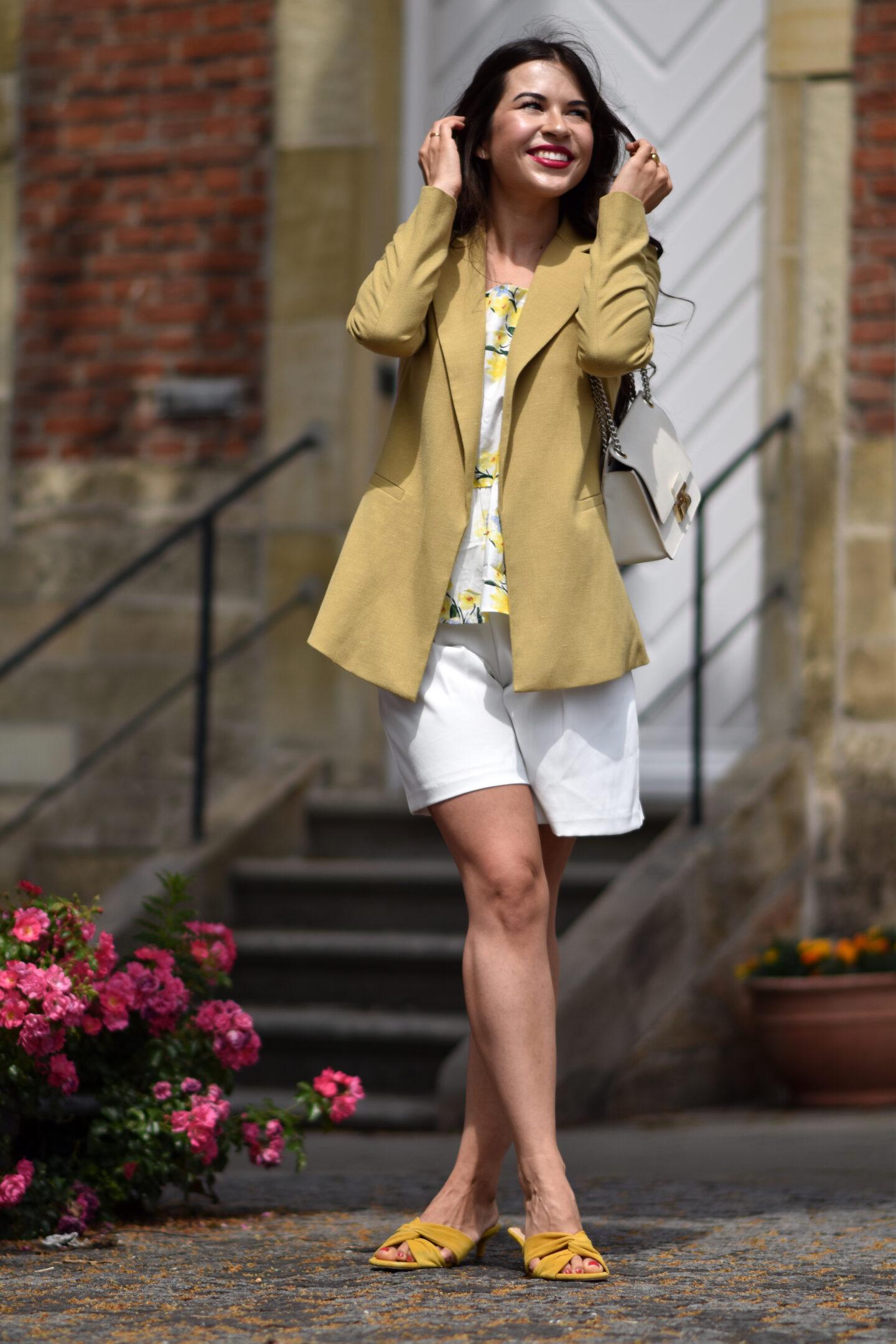 Shorts sind zurück - Sommerlook mit Leinenblazer & Peplum Shirt