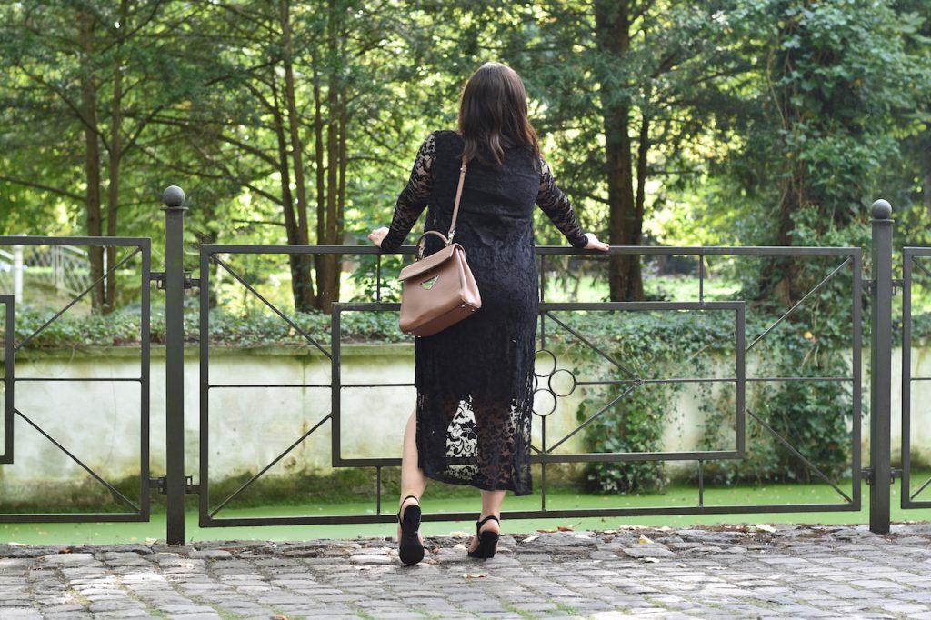 Tasche Sandalen Etuikleid Outfit