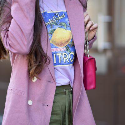 Cargo Pants, Leinenblazer, das Zitronen-Shirt & Ugly Dad Sneakers