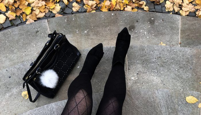Outfit: Winterlicher Look mit Kaschmir, Glencheck und Leder