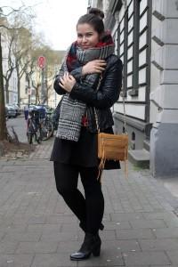 Ich habe ihn: der Zara Blogger Trendschal im Outfit