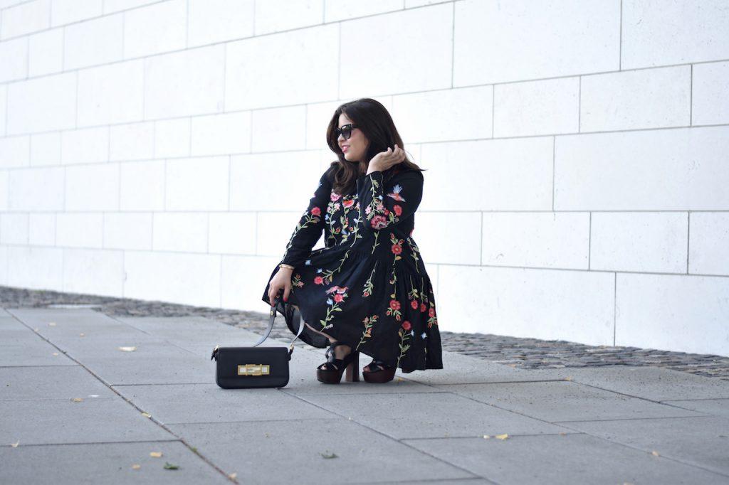 Zara Blume-Kleid mit Ethno-Muster
