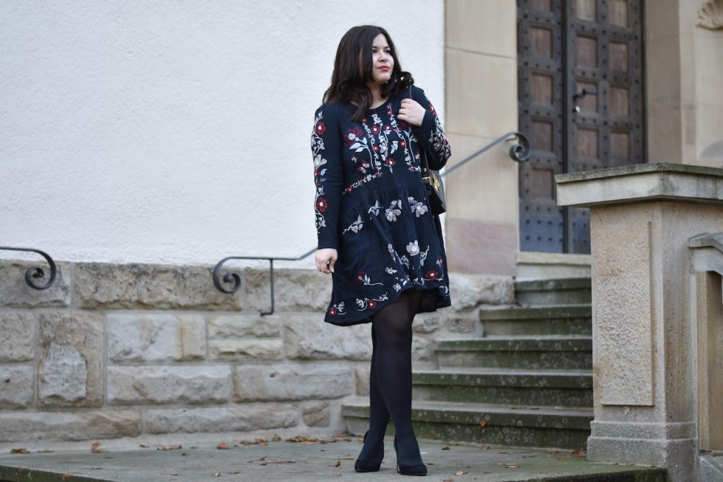 zara-blumen-kleid-im-outfit