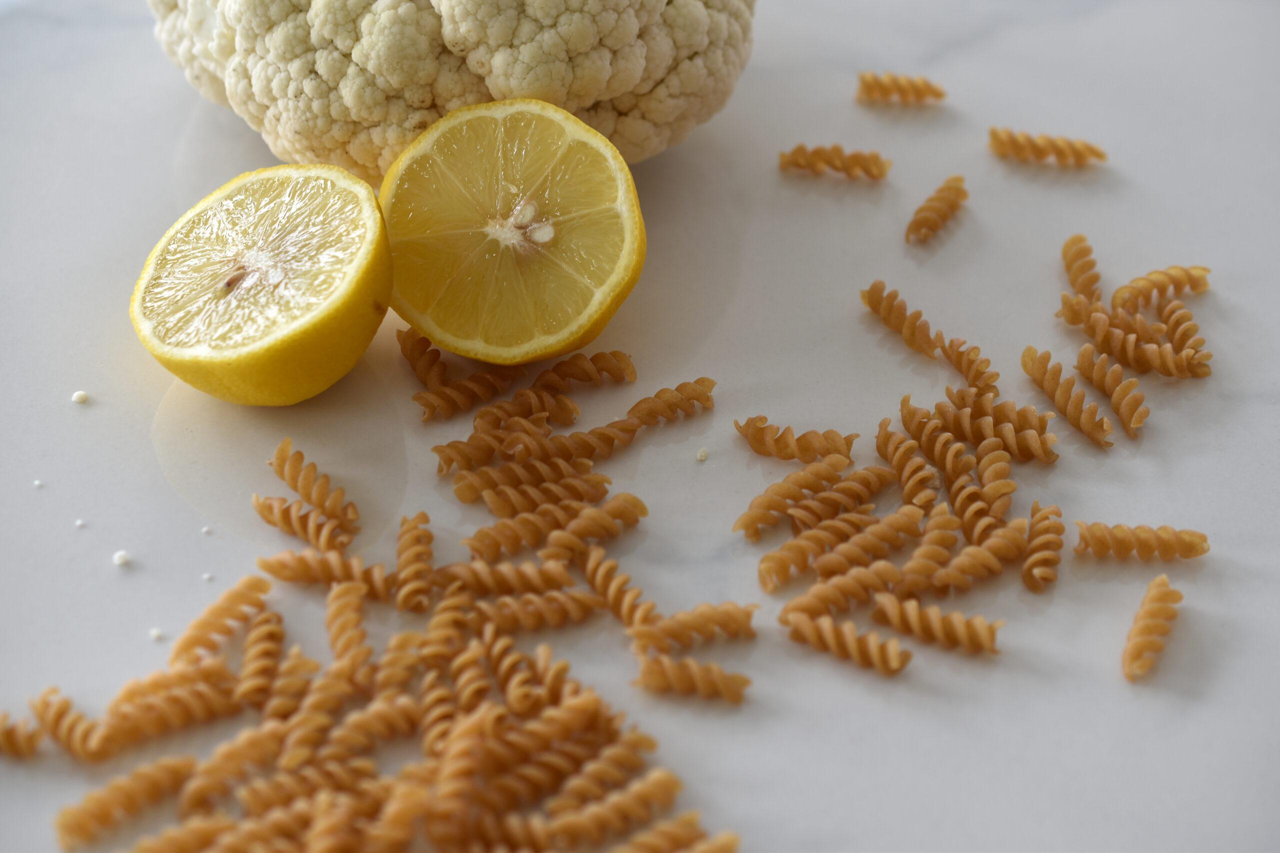Zitronen-Pasta - ganz cremig mit Blumenkohl, Majoran & Chili